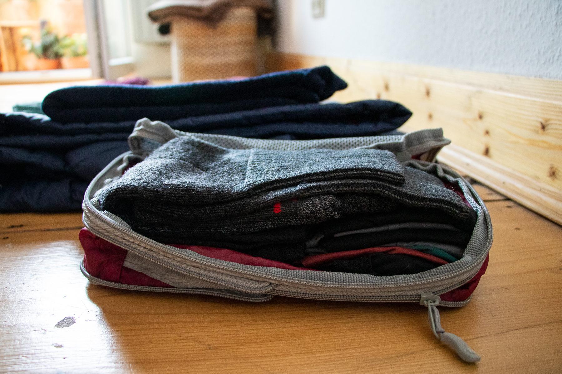 In solchen Packbeuteln ist die Kleidung gut geschützt, passt optimal in den Rucksack und lässt sich...