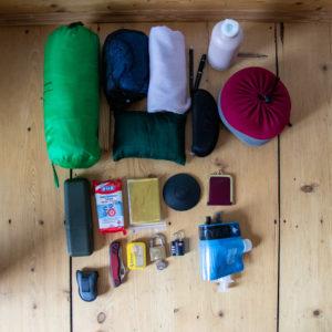 Moskitonetz, SheWee, Desinfektionstücher... Allerdhand Gimmicks dürfen mit ins Reisegepäck.