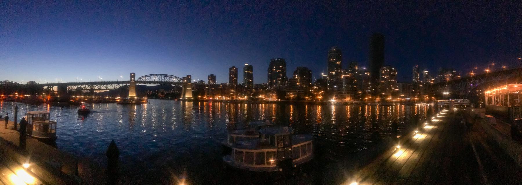 Vancouver am Abend - ein Spiel der Lichter.
