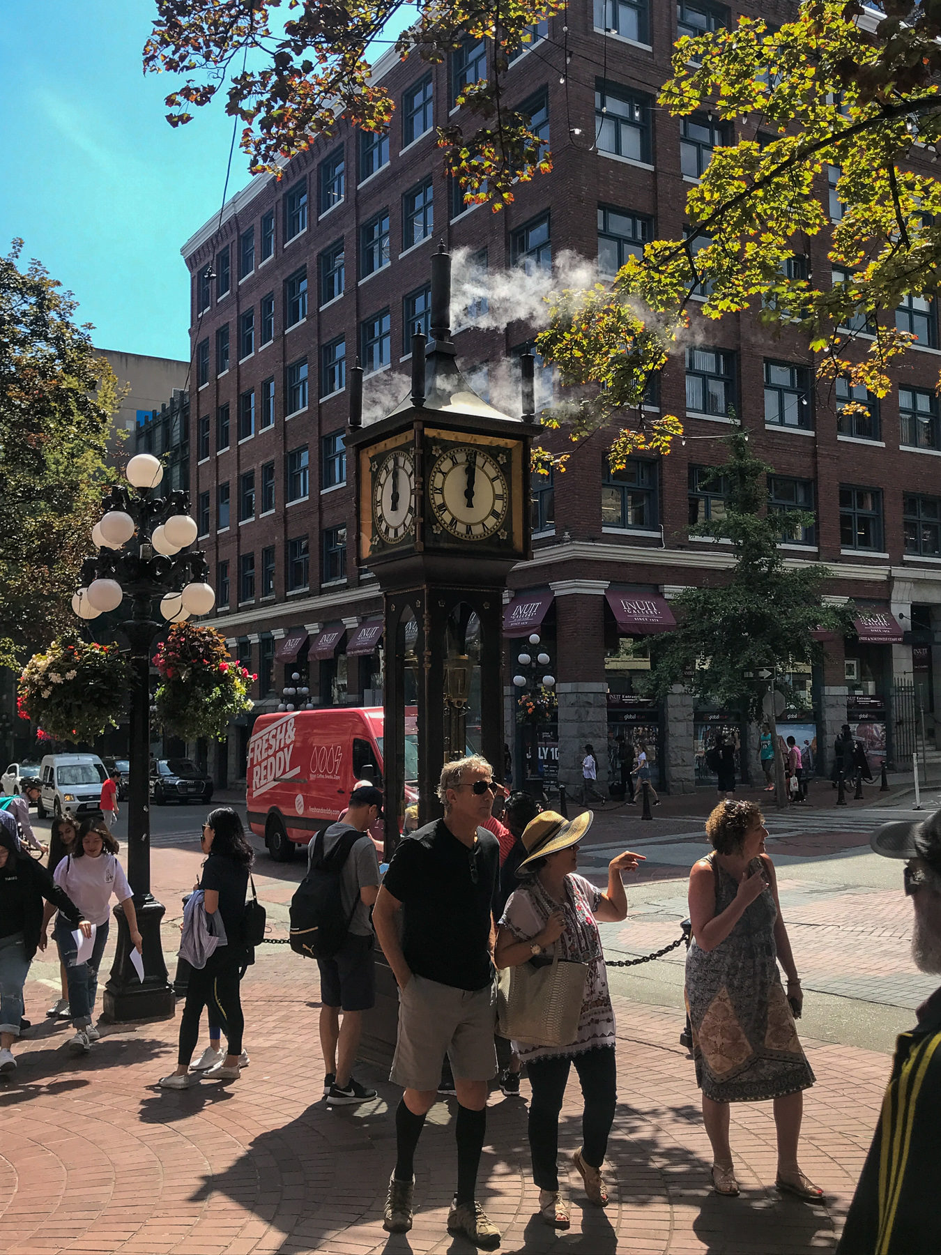 Every quarter of an hour, the steam-powered clock in Gastown makes noise. Especially on the hour a spectacle.