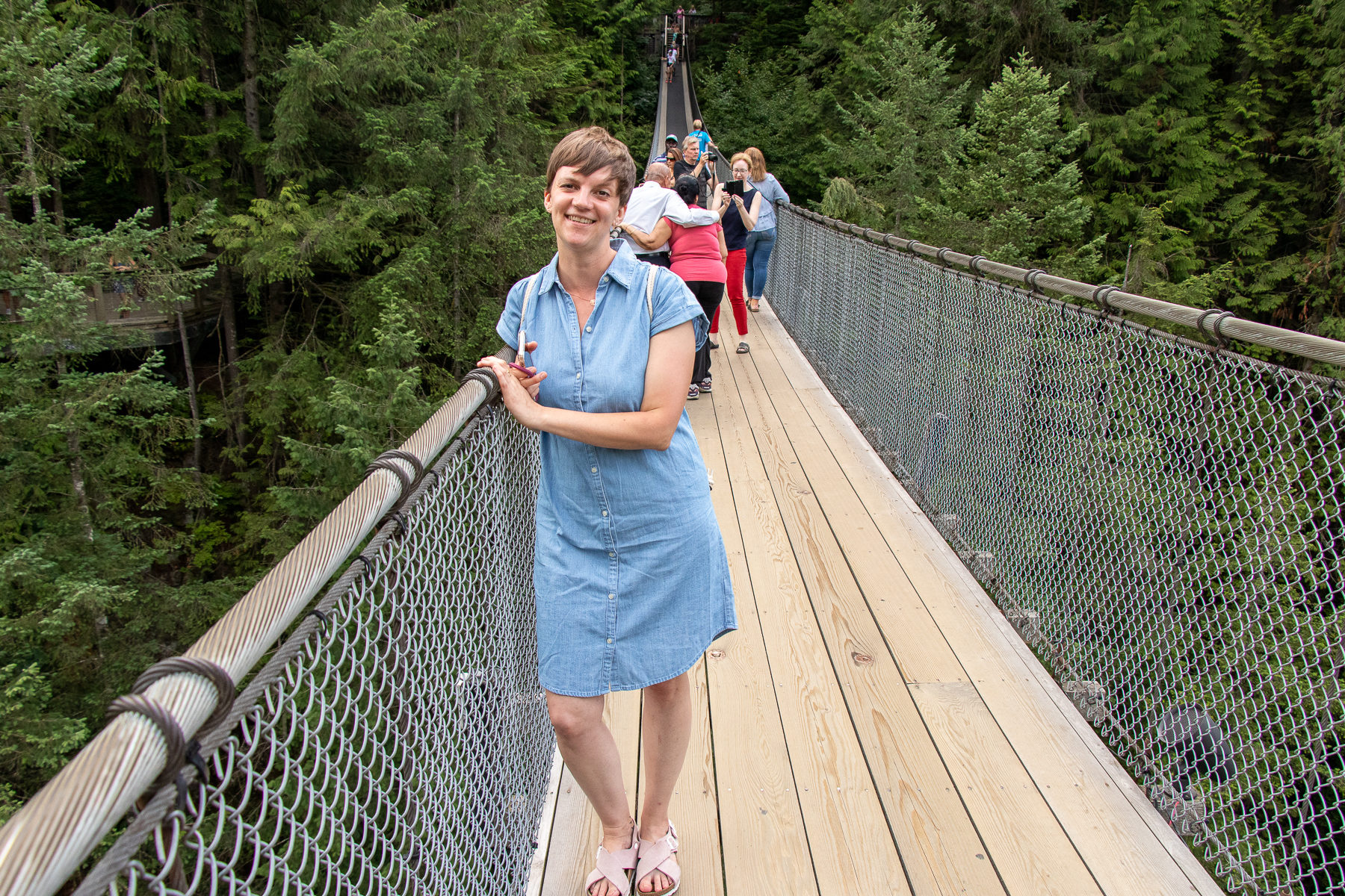 A walk over the Capilano Suspension Bridge is quite a shaky matter. But: It's also a lot of fun.