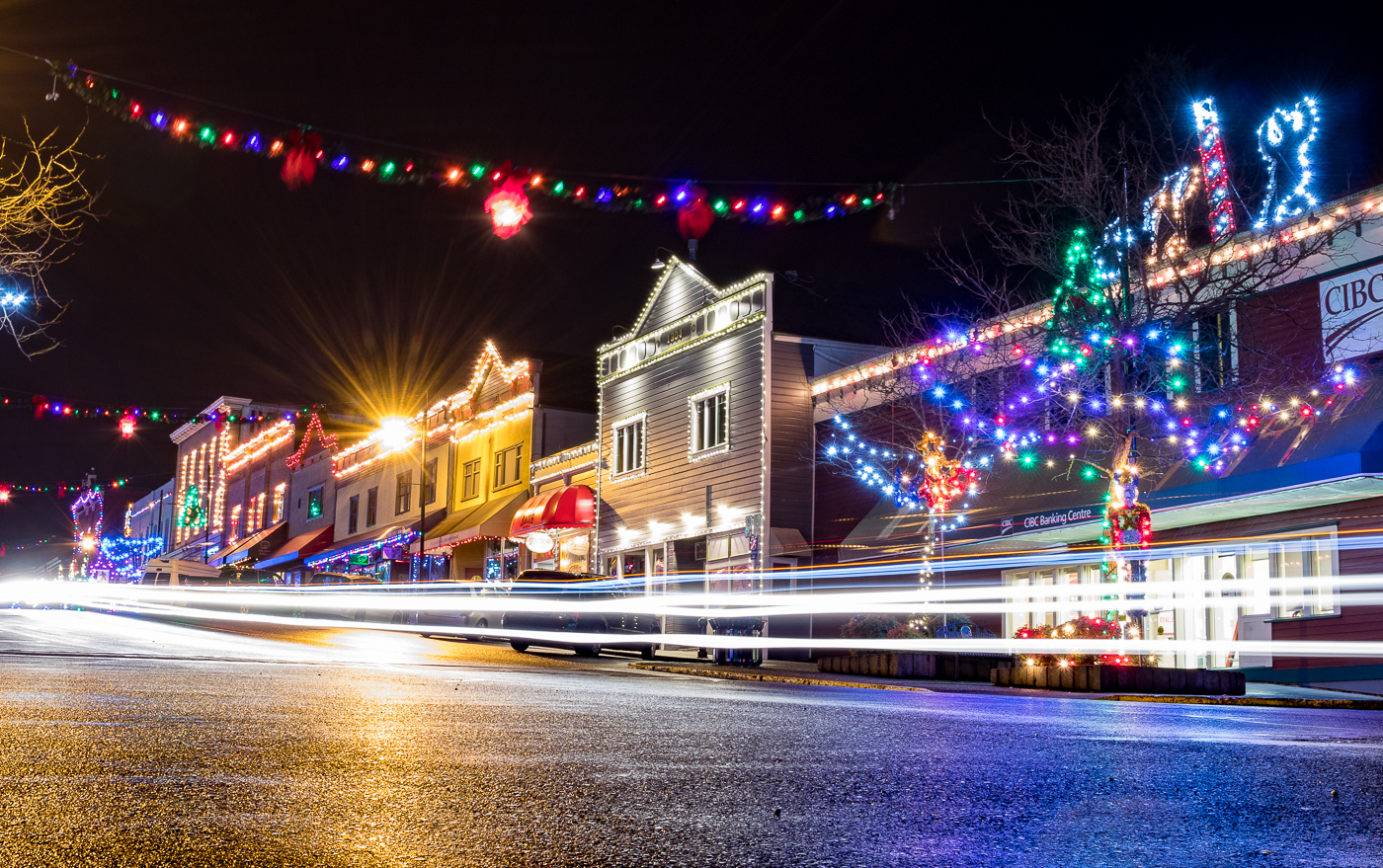 During the Christmas season, people from all over the island travel to the small town of Ladysmith to see the Christmas lights.