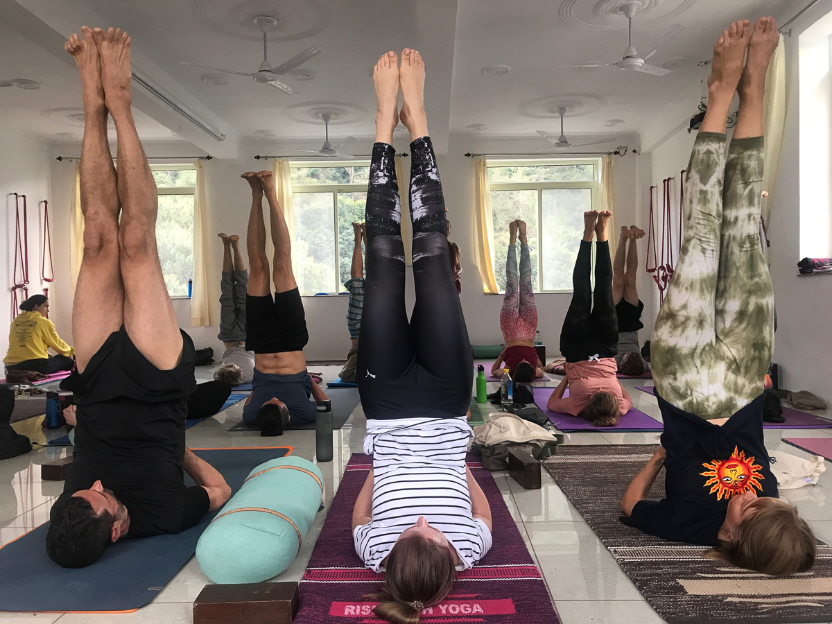 Unser Yoga-Unterricht geht weiter - aber die Runde wird  aufgrund vorzeitiger Abreisen kleiner.