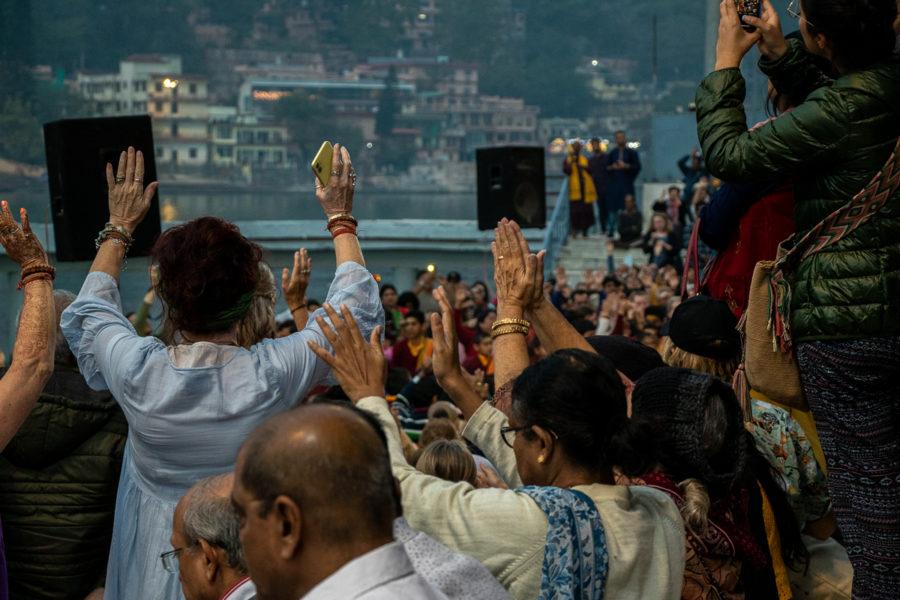 Aarti-Zeremonie am Ganges vor zwei Wochen. Ob diese derzeit noch stattfindet, ist mir unbekannt. Die Behörden bitten darum, Menschenansammlungen zu meiden.