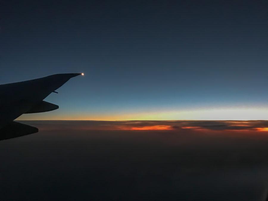 Sonnenaufgang unter den Wolken.