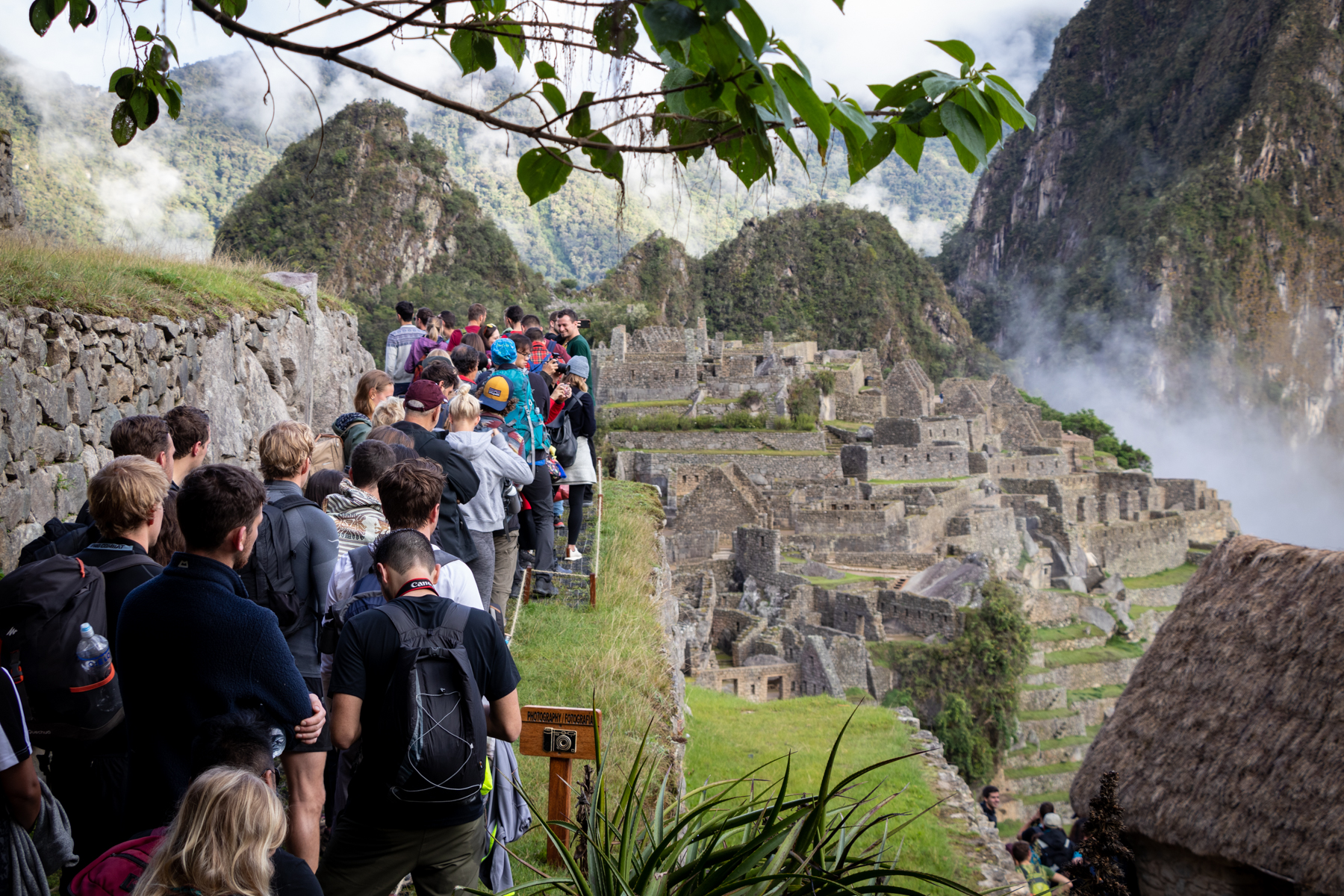 November 2019: Many people are waiting to take a selfi from the observation deck in Machu Picchu. Is the old Inca city currently completely empty?