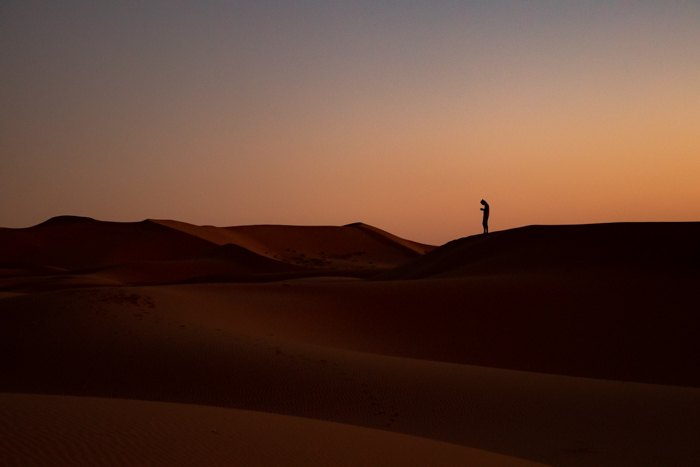 The smartphone should not be missing in the desert.